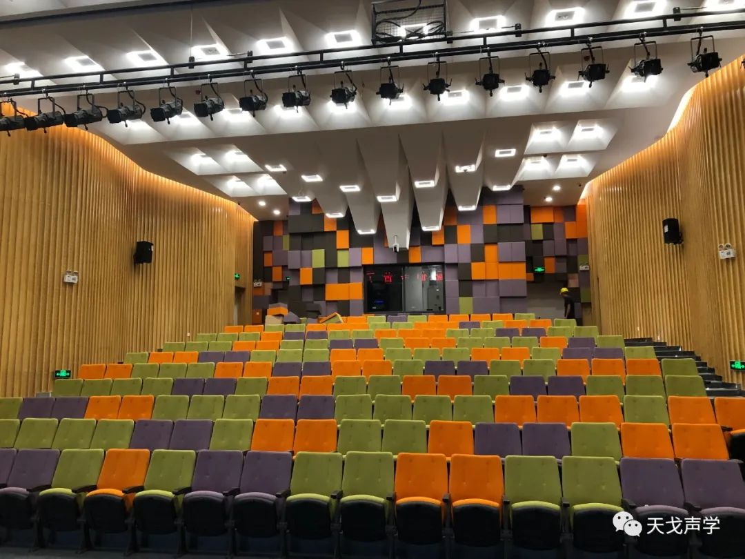 坂田北国际化学校小剧场观众席